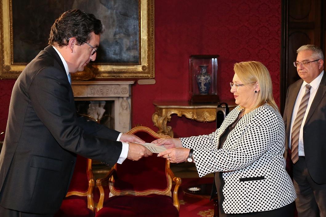 Embajador de Colombia en Italia presentó cartas credenciales ante la Presidenta