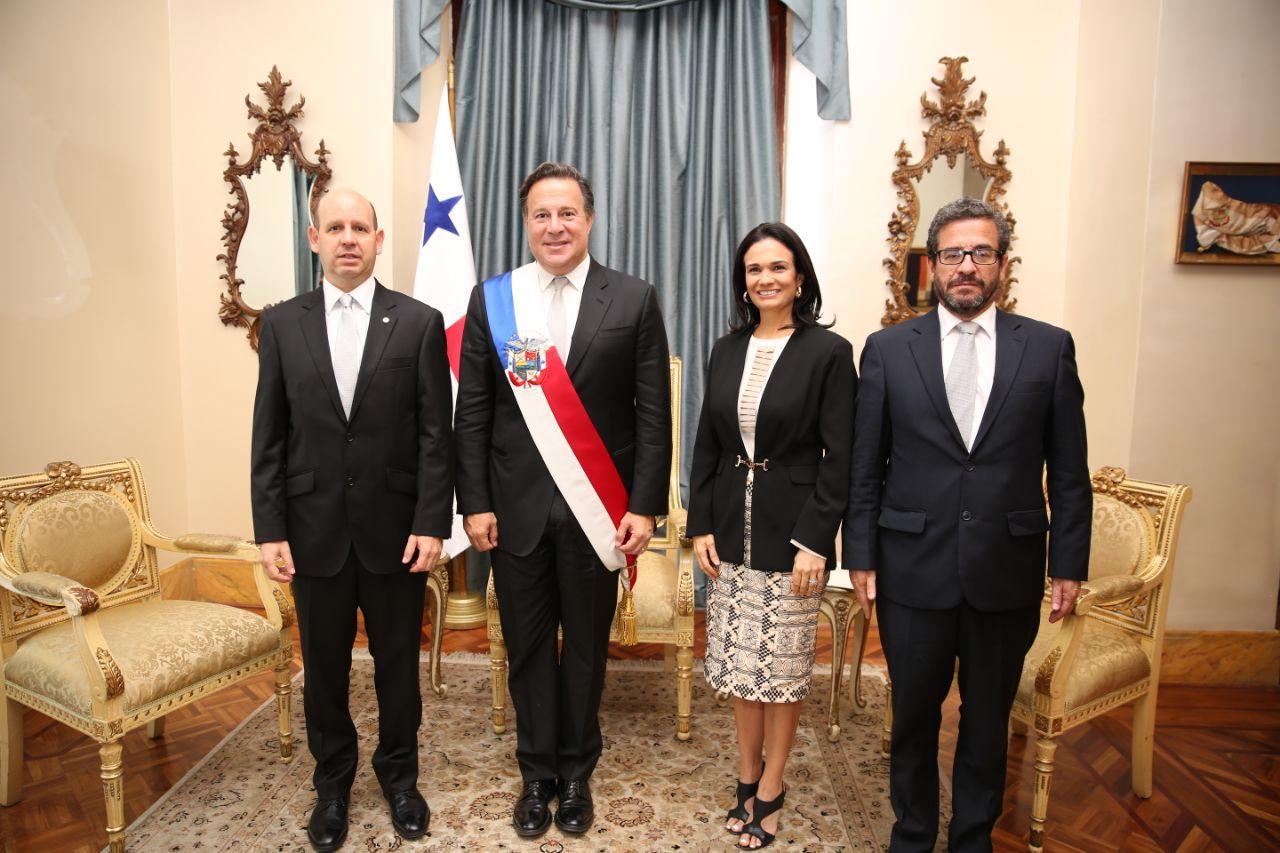 Juan Claudio Morales Paredes presentó ante el Presidente Juan Carlos Varela las cartas credenciales que lo acreditan como Embajador de Colombia en Panamá